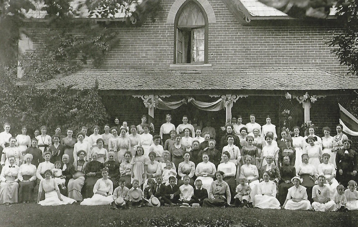 Seymour West Women's Institute, 1913. Courtesy the Federated Women's Institutes of Ontario.